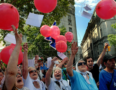 Hebe de Bonafini, right,  leader of human rights group 'Mothers of Plaza de Mayo',  protests in Plaza de Mayo square, outside the government house, Buenos Aires, Argentina,  December  25, 2008. Protesters demanded to know the whereabouts of their relatives who were detained and disappeared during Argentina's dictatorship 25 years ago, and justice during trials for those responsible for human rights crimes.  The human rights group 'Mothers of Plaza de Mayo' completes today 1600 Thursdays marching in the Plaza de Mayo demanding justice. (Austral Foto/Renzo Gostoli)