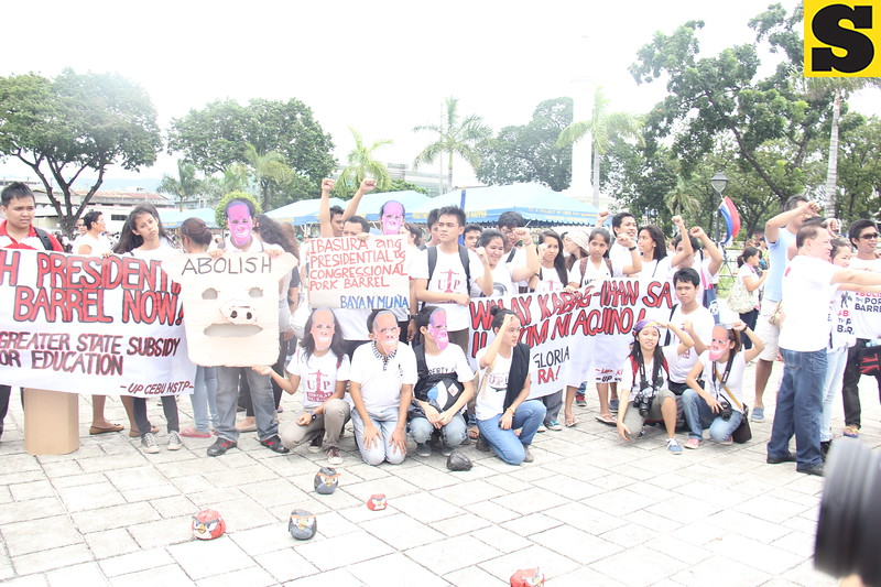 Youth organizations join in the anti-pork barrel rally march from Fuente Osmena Circle to Plaza Independencia, Cebu City on Monday, August 26, 2013.
