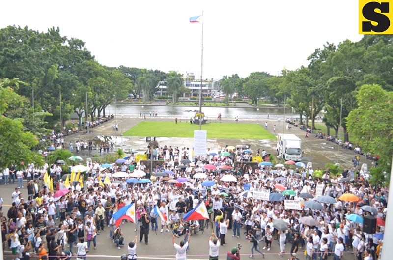 "Protesters join the ""Tipon sa Lagoon"" on Monday in Bacolod City calling for the total abolition of the ""pork"" barrel system. (Archie Rey Alipalo photo)"