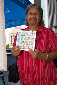 Annie Strivers (D.C.) (right) is a member of the Ebony Society of Philatelic Events and Reflections (ESPER). Here buying the new issue.