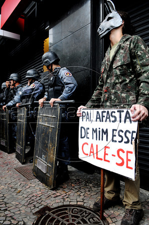 Politic activists participate at a protest against a retired military men meeting at a military club in downtown to celebrate the anniversary of 1964 military coup, Rio de Janeiro, Brazil, March 29, 2012. A club of retired military officers celebrates annualy lheld the Brazil's 1964 military coup, but faced protestors as members arrived for the event. (Austral Foto/Renzo Gostoli)