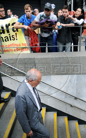 """Politic activists shout """"torturer"""" and """"murderer,"""" at retired military men leaving a military club in downtown to celebrate the anniversary of 1964 military coup, Rio de Janeiro, Brazil, March 29, 2012. A club of retired military officers celebrates annualy lheld the Brazil's 1964 military coup, but faced protestors as members arrived for the event. (Austral Foto/Renzo Gostoli)"""