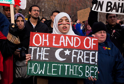 "Protestor asks ""Oh Land of the Free, How let this be?"". Hundreds of demonstrators gathered in front of the White House calling on the United States to do more to help liberate Arab nations. The protestors stood in solidarity with pro-democracy movements taking place in Libya, Yemen, Bahrain, Iraq, Iran and the Sudan. In Washington DC on Saturday, February 26, 2011. (Photo by Jeff Malet)"