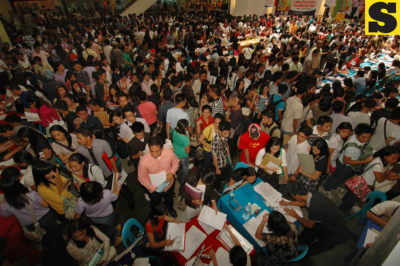 DAVAO. Thousands fill the Atrium of Gaisano Mall of Davao to try their luck in the Labor Day Job Fair. Job hunters came in droves and suffered long queues just to get a chance at some well-paying job. (King Rodriguez)