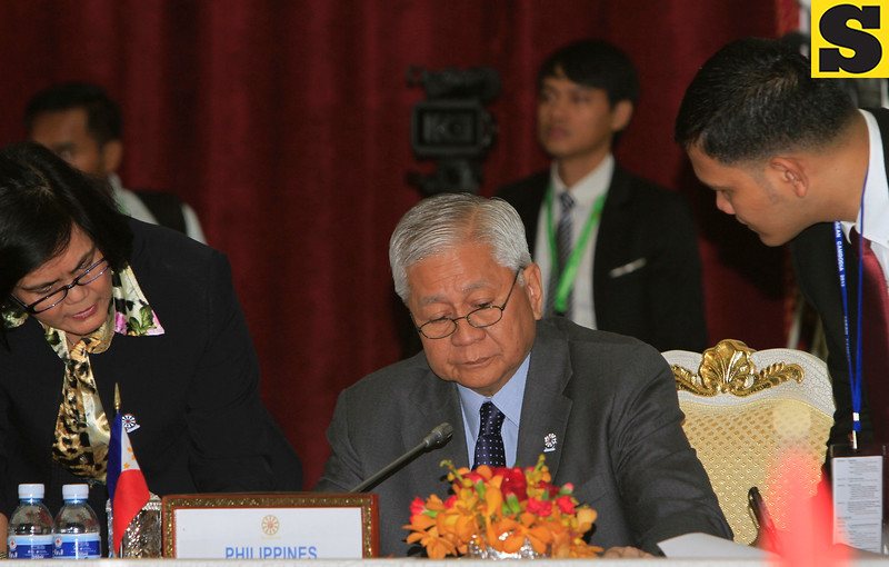 Philippines' Foreign Secretary Albert del Rosario, center, prepares his documents as he attends ASEAN-Australia Ministerial Meeting in Phnom Penh, Cambodia, Wednesday, July 11, 2012. (AP Photo/Heng Sinith)