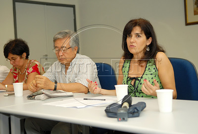 Beatriz Affonso, director of Center for justice and international law (CEJIL) speaks with journalists during a press conference of Brazilian human rights group 'Tortura nunca mais'at ACIE (Associacao Correspondentes da Imprensa Extrangeira) Association of Foreign Press Correspondents, Rio de Janeiro, Brazil, December 16, 2009.  (Austral Foto/Renzo Gostoli)