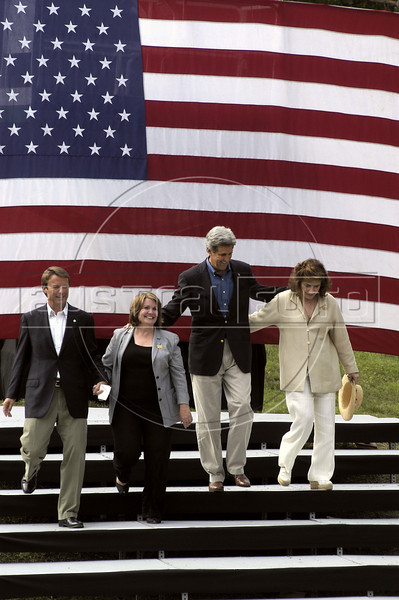 From left to right; Vice-Presidential candidate John Edwards, his wife Elizabeth, US Presidential candidate John Kerry and his wife Teresa Heinz walk before a US flag upon greeting a crowd at a rally at NC State University in Raleigh, NC, Saturday, July 10, 2004.(Australfoto/Douglas Engle)