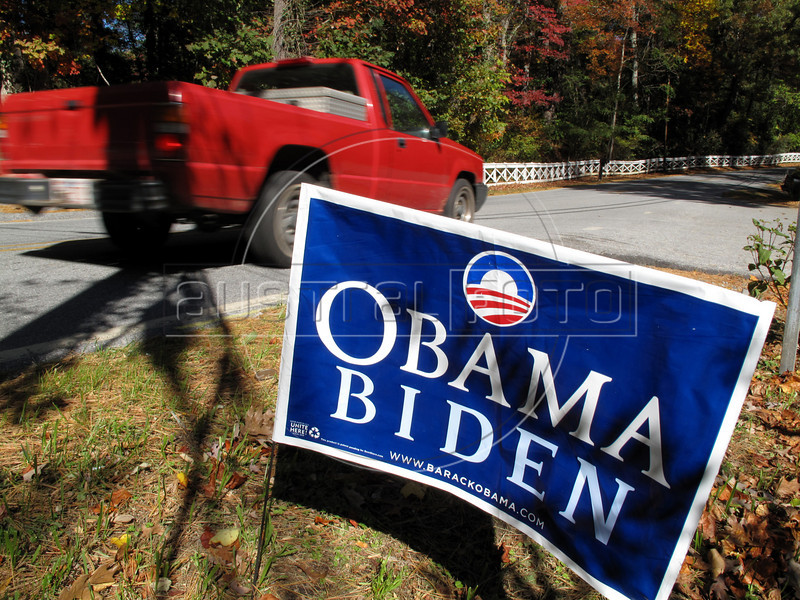 "A campaign sign for US presidential candidate Barack Obama greets residents of Henderson County, North Carolina, drive past on a country road near Hendersonville, NC, USA, Oct. 29, 2008. The state looks to be a ""battleground"" state this time round, and for the first time in many many years, a Democratic presidential candidate actually has a shot at the states 15 electoral college votes. Because the race in other states is virtually decided, North Carolina might actually be the state that decides this election.(Australfoto/Douglas Engle)"