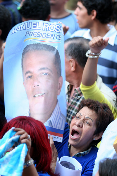 Supporters of Venezuelan Presidential candidate Manuel Rosales shout during a rally in Caracas, Venezuela, Nov. 30, 2006. Rosales, who receives massive support form the middle and upper classes, is still not able to compete with the pop star image of Venezuelan President Hugo Chavez. Chavez leads some opinion polls for the Dec. 3 2006 election with up to 60 percent of voter intentions.(AustralFoto/Douglas Engle)