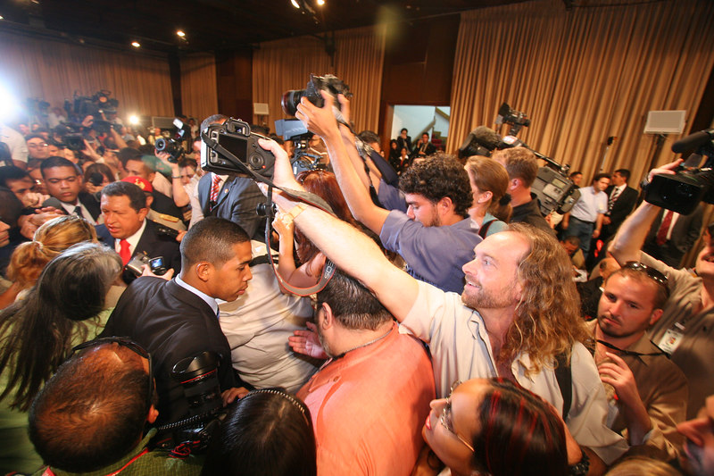 Venezuelan President Hugo Chavez, far left, is mobbed by the press before a press conference in Caracas, Venezuela, Nov. 30, 2006. Chavez, first elected President in 1998 leads some opinion polls for the Dec. 3 2006 election with up to 60 percent of voter intentions. Chavez is a master of marketing and has achieved pop star status among the lower classes, who adore him.(AustralFoto/Douglas Engle)