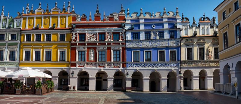 Armenian Townhouses in the frontage of the Great Market Square in Zamość, Polska / Kamienice Ormiańskie na Starym Mieście w Zamościu, Polska