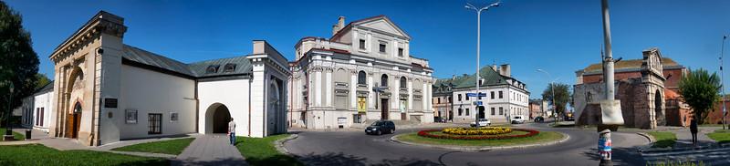 New and Old  Lviv Gate, Zamość, Polska / Nowa i Stara Brama Lwowska, Zamość, Polska