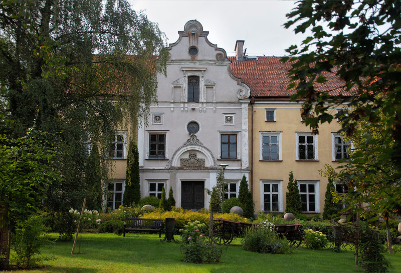 Palac w Labedniku, Polska
