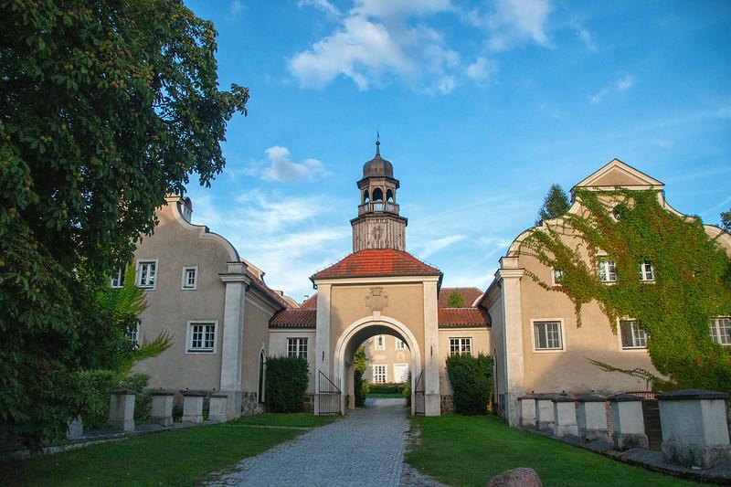 Palac i Folwark Galiny, Polska