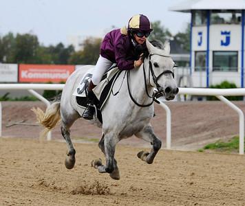 Paloma vinner med Emma Blomberg | Ponny Kat B | Jägersro 110917 | Foto: Stefan Olsson / Svensk Galopp