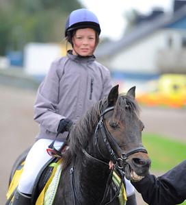 Rosalie och Nathalie Svensson | Ponny Kat C | Jägersro 110917 | Foto: Stefan Olsson / Svensk Galopp