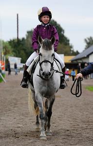 Paloma och Emma Blomberg | Ponny Kat B | Jägersro 110917 | Foto: Stefan Olsson / Svensk Galopp