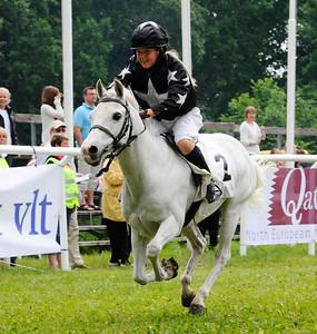 Rathosey Too vinner med Sandra Lindblom | Strömsholm 110612 Foto: Stefan Olsson / Svensk Galopp