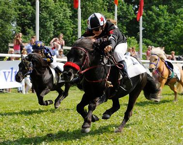 Almnäs Macarena vinner med Julia Kunkel | Strömsholm 110612 Foto: Stefan Olsson / Svensk Galopp