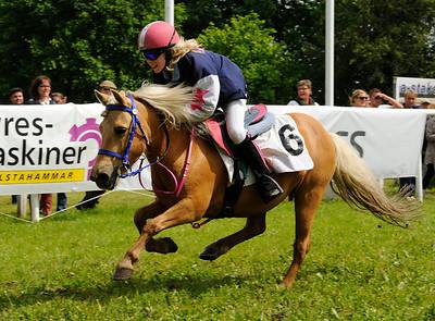 Tora vinner med Simon Turai | DALVA DE OLIVEIRA PONNYSERIE KAT A | Strömsholm 120617 |  Foto: Stefan Olsson / Svensk Galopp