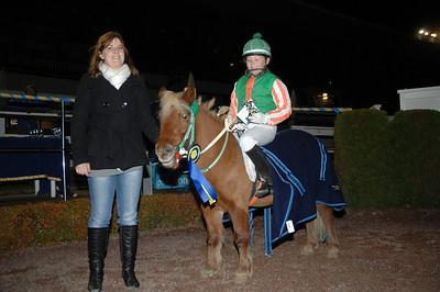 Fanny Malmström och Moritz v Tobbenhof vann kat A Täby 111030 Foto: Lars Odin