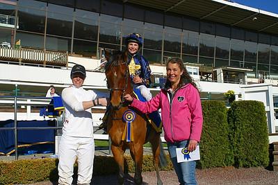 Melissa Juneskans och EG Bernouilli med Ninni Westerlund och mamma Therese | Täby 120429 | Foto: Lasse Odin