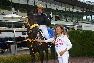 Black Pearl och Elin Gustafsson får pris av Melissa Juneskans | Täby 120610 | Foto: Lasse Odin