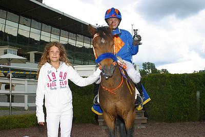 Too Bright Too och Jeff Åkesson får pris av Melissa Juneskans | Täby 120610 | Foto: Lasse Odin