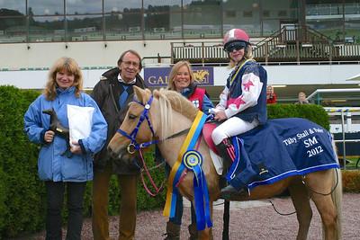 Simon Turai och Tora vinner SM i ponnygalopp kat A 2012 Foto: Lars Odin