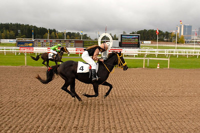 Black Pearl och Elin Gustafsson vinner SM i ponnygalopp kat C 2012 Foto: Lars Odin