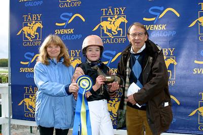 Segerceremoni efter SM seger: fr vänster Helena Mansén, Elin Gustafsson och Kjell Olsson Foto: Lars Odin