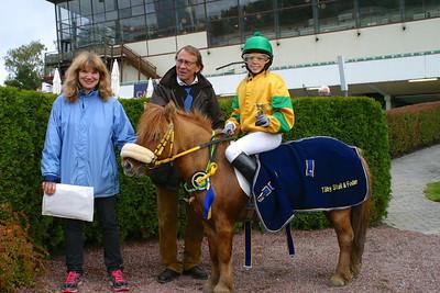 Vera Rockström och H Cassandra vinner på Täby Galopp Foto: Lars Odin