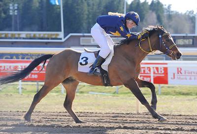 Melissa Juneskans och EG Bernouilli vinner kat C | Täby 130505 |  Foto: Stefan Olsson / Svensk Galopp