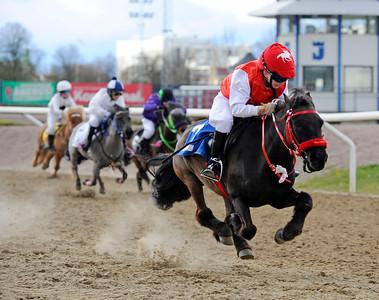 Almnäs Macarena vinner med Amanda Rowe | Ponnygalopp Jägersro 160424 | Foto: Stefan Olsson / Svensk Galopp