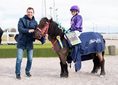 Ponnygalopp Bro Park 170423 Foto: Elina Björklund / Svensk Galopp