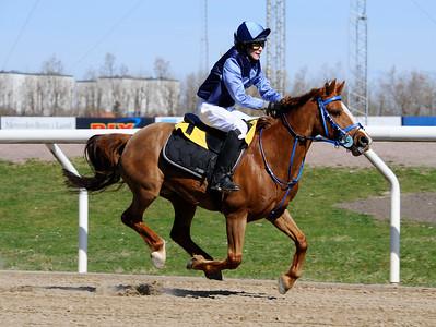 Fox Mcloud vinner med Mathilda Thier   Jägersro 150419   Foto: Stefan Olsson / Svensk Galopp