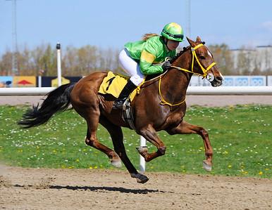 Merveilleux vinner med Linda Svensson Krupke | Jägersro 150503 | Foto: Stefan Olsson / Svensk Galopp