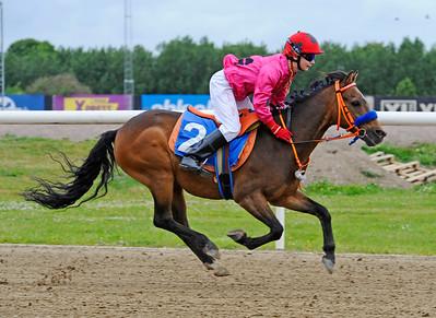 Too Bright Too vinner med Julia Blom | Jägersro 150624 | Foto: Stefan Olsson / Svensk Galopp