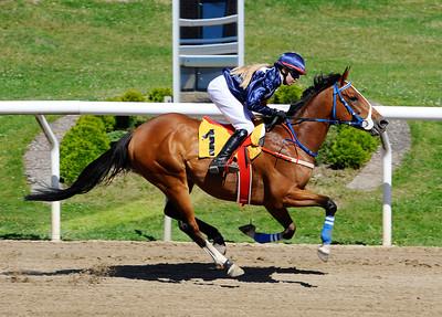 Poker Face vinner med Cornelia Hartsmar   Jägersro 150809   Foto: Stefan Olsson / Svensk Galopp