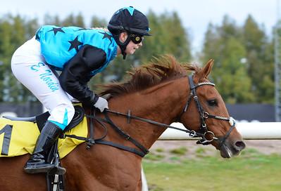 Västergårds Hidalgo vinner med Emma Nordin  Jägersro 161009 Foto: Stefan Olsson / Svensk Galopp