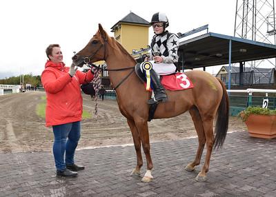 Filippas och Evelina Rönnlund  Jägersro 161009 Foto: Stefan Olsson / Svensk Galopp