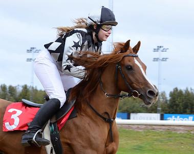 Filippas vinner med Evelina Rönnlund  Jägersro 161009 Foto: Stefan Olsson / Svensk Galopp