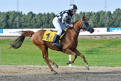 Filippas vinner med Evelina Rönnlund  Jägersro 170809 Foto: Stefan Olsson / Svensk Galopp