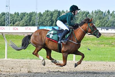 Fredriksdals Vanda vinner med Annie Lundbäck  Jägersro 170809 Foto: Stefan Olsson / Svensk Galopp