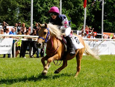 Tora vinner med Audra Von Dalwigk | Strömsholm 140615 |  Foto: Stefan Olsson / Svensk Galopp