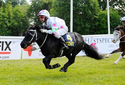 Mr X vinner med Thilde Smedberg | Strömsholm 160611 | Foto: Stefan Olsson / Svensk Galopp