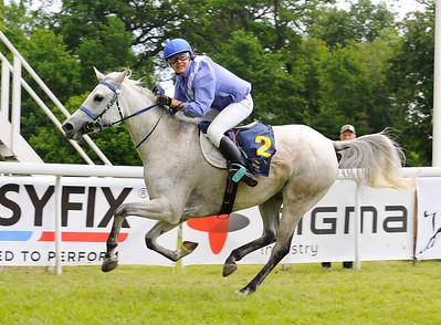 GS Karezz vinner med Nicole Freander | Strömsholm 160611 | Foto: Stefan Olsson / Svensk Galopp
