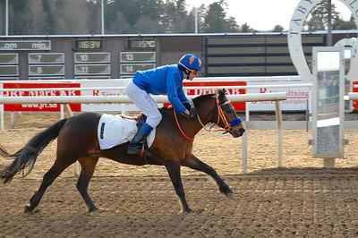 Återigen en lätt seger för Jeff Åkesson och Too Bright Too | Täby 130414 | Foto: Lars Odin