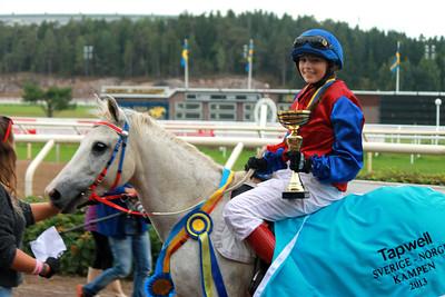 Anna-Maria Eleftherakis och Rathosey Too i vinnarcirkeln efter segern i Tapwell Sverige-Norgekampen i kat B | Täby 130831 | Foto: Foto: Jacqueline Vidmark