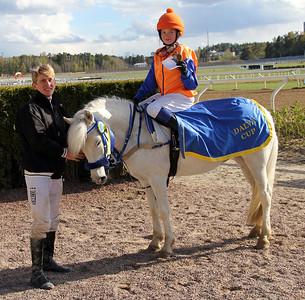 Angel Chimell och Tea Skippari | Dalva Cup Kat B | Täby 140504 | Foto: Klara Röstlund / Svensk Galopp